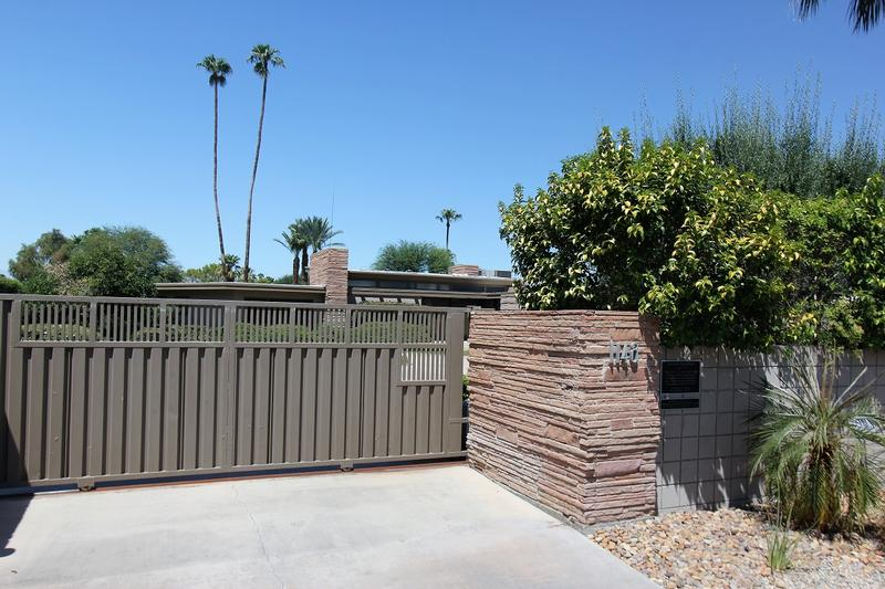 Frank Sinatra Home front gate - Palm Springs - History's Homes
