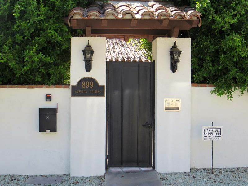 Harold Lloyd Home front gate - Palm Springs - History's Homes