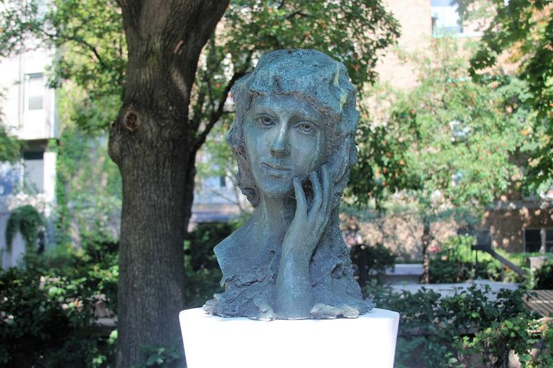 Mary Pickford bust - Toronto - History's Homes