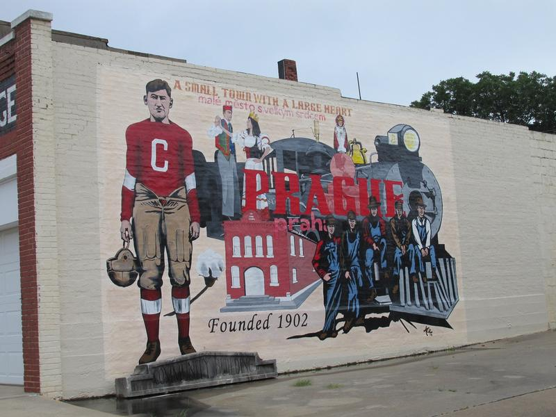 Jim Thorpe mural - Prague, OK - History's Homes