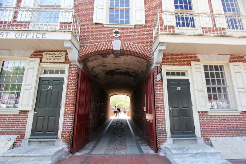 Franklin Court passage - Philadelphia - History's Homes